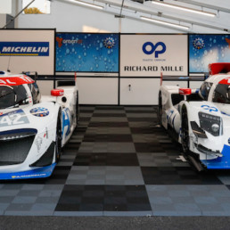 La LMPH2G, à gauche et, à droite, la nouvelle H24 dévoilée vendredi 18 septembre au Mans, qui va lui succéder en piste (copyright MissionH24).