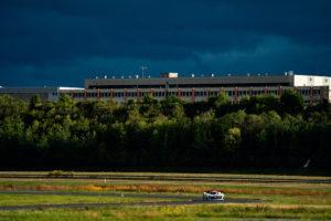 La LMPH2G dans laquelle a pris place le ministre des Transports, Jean-Baptiste Djebbari, emmené par Norman Nato sur l'une des pistes du centre d'essais de Michelin à Ladoux (copyright MissionH24-Michelin/Jérôme Cambier).